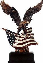 Aquila Volante con Scultura Bandiera Americana,