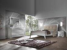 Camera da letto con armadio con specchi
