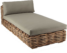 Chaise longue in rattan