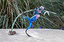 IDYL - Scultura in bronzo con due rane blu su un